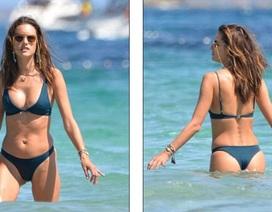 Alessandra Ambrosio khoe dáng săn chắc trên biển