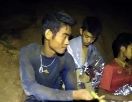 Huấn luyện viên đội bóng Thái Lan mắc kẹt trong hang lần đầu lên tiếng