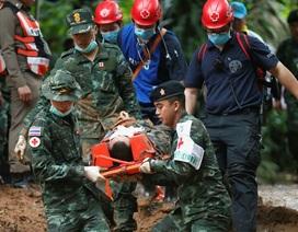 Sơ tán xung quanh hang, Thái Lan chuẩn bị đưa đội bóng ra ngoài
