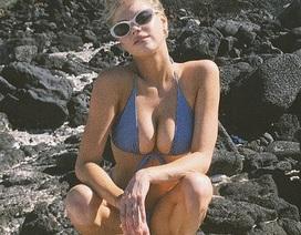 Charlotte McKinney bốc lửa trên biển