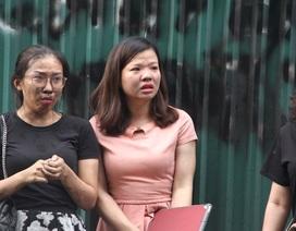 Hà Nội: Hàng chục người hoảng sợ kêu cứu bên cửa sổ tòa nhà đang cháy
