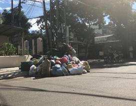 900 tấn rác bốc mùi đang bủa vây TP Quảng Ngãi