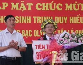 Bí thư Tỉnh ủy Bắc Giang trao bằng khen đến tài năng trẻ Olympic Vật lý 2018