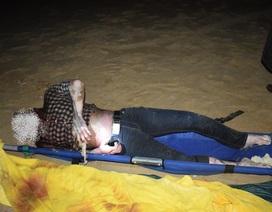 Xác chết nam giới đang phân hủy trôi dạt vào bờ biển
