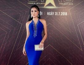 Nữ Hoàng Trần Huyền Nhung diện đầm quyến rũ của NTK Tuấn Hải đi sự kiện