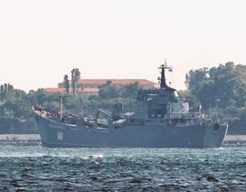 Tàu Nga chở vũ khí hướng về Syria