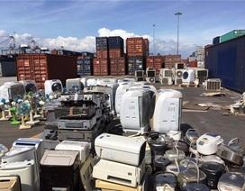 """8 container hàng cấm trị giá 13 tỷ đồng được """"bùa"""" bằng... rổ nhựa"""