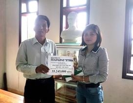 Trao hơn 35 triệu đồng hỗ trợ mai táng bà Cao Thị Thí
