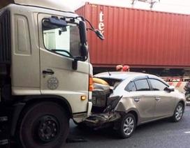 Ba xe ô tô dồn toa, một phụ nữ tử vong