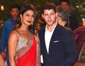 Priyanka Chopra và Nick Jonas đưa 2 gia đình gặp gỡ nhau