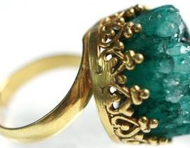 Vớ được chiếc nhẫn cổ trị giá 300 triệu đồng ngoài cánh đồng