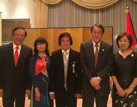 Đại sứ Nhật Bản chúc mừng giáo sư Việt Nam nhận huân chương cao quý từ Nhật Hoàng