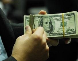 """Giá USD """"chợ đen"""" vượt mốc 23.600 VND"""