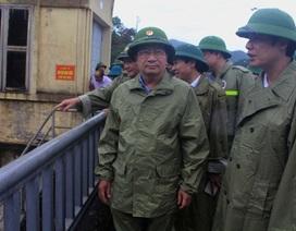 Phó Thủ tướng Trịnh Đình Dũng kiểm tra công tác phòng chống bão số 4 tại Thanh Hóa