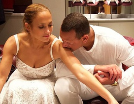 Jennifer Lopez trẻ đẹp bên bạn trai
