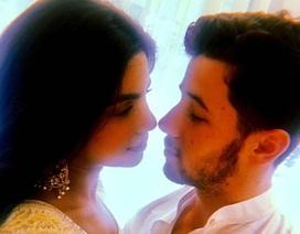 Hình ảnh ngọt ngào trong tiệc mừng đính hôn của Priyanka Chopra và Nick Jonas