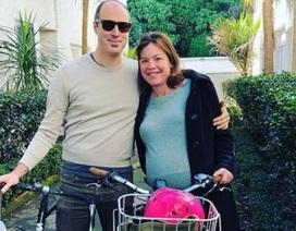 Nữ bộ trưởng New Zealand tự đạp xe tới bệnh viện sinh con