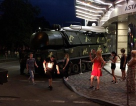Xe chở tên lửa BUK của Ukraine mất lái lao thẳng vào trung tâm thương mại