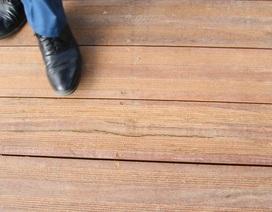 Xuất hiện các vết nứt, rạn ở đường gỗ lim ven sông Hương