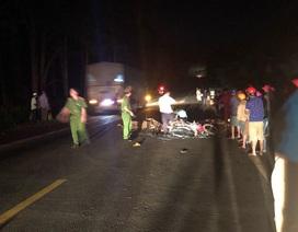Xe máy tông nhau vỡ nát, 3 người thương vong