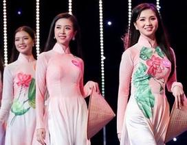 Thí sinh Hoa hậu Việt Nam duyên dáng với áo dài hoa sen