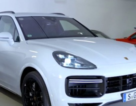 Xem xe Porsche Cayenne 2019 tự đỗ bằng điều khiển từ xa