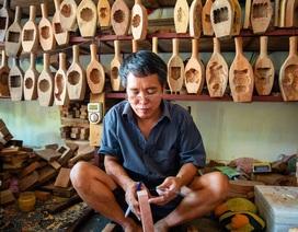 Kỳ lạ nghệ nhân gõ - nện ra 1000 khuôn bánh trung thu ở Hà Nội