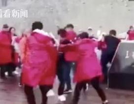Khách Trung Quốc ẩu đả không thương tiếc chỉ để tranh chỗ chụp ảnh