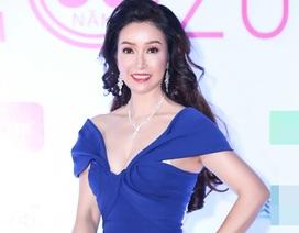 """Hoa hậu Bùi Bích Phương diện đầm trễ ngực, """"át"""" cả sự gợi cảm của đàn em"""