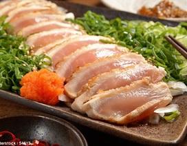 """Suýt bị mù vì """"nghiện"""" sashimi gà"""