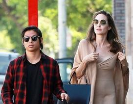 Angelina Jolie gợi cảm ra phố cùng Pax Thiên