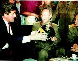 Chiếc mũ phi công lưu lạc 1/4 thế kỷ tại Việt Nam của Thượng nghị sỹ John McCain