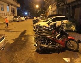 """Hà Nội: Xử lý nhóm đối tượng ném chất bẩn vào nhà người thân của """"con nợ"""""""