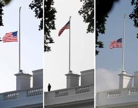 Nhà Trắng lúng túng với nghi thức cờ rủ tưởng niệm ông John McCain