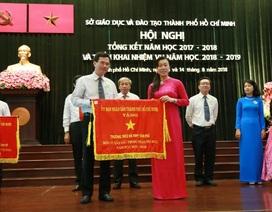 UBND TPHCM trao tặng Cờ thi đua cho Trường THCS - THPT Tân Phú