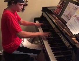 Choáng với ngón đàn piano của anh chàng đi giao pizza