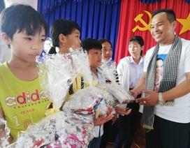 Bạc Liêu: Trao 100 suất quà năm học mới đến học sinh nghèo