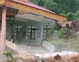 """Trường bị mưa lũ """"xóa sổ"""", hơn 260 học sinh bơ vơ trước ngày khai giảng"""