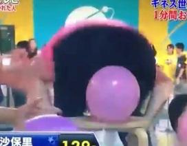 Cô gái lập kỷ lục... dùng mông đập vỡ bóng nhanh nhất