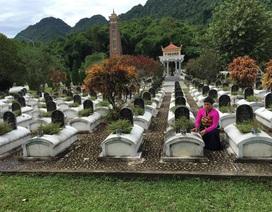 """Nữ quản trang gần 30 năm vừa chăm sóc phần mộ vừa """"trò chuyện"""" với các liệt sĩ"""