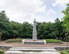 Một phần tượng đài nữ anh hùng liệt sĩ Lê Thị Riêng xuống cấp tại Bạc Liêu!