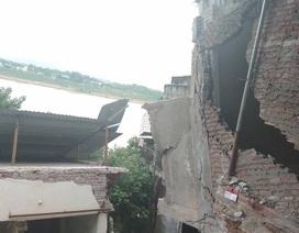 """Cận cảnh những ngôi nhà bị """"hà bá"""" sông Đà nuốt chửng"""