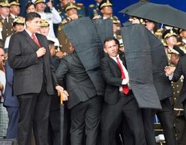 Tổng thống Venezuela thoát âm mưu ám sát ngay trên truyền hình trực tiếp