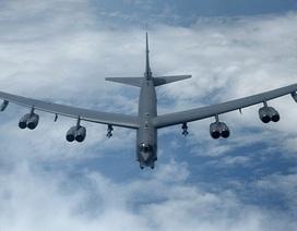 """""""Pháo đài bay"""" B-52 của Mỹ diễn tập ở biển Hoa Đông"""