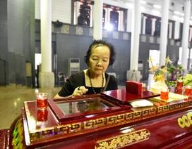 Nghệ sĩ Đức Lưu khóc nức nở bên linh cữu NSƯT Bùi Cường