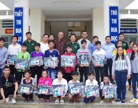 Đồng Tháp: Tặng 160 phần quà cho học nghèo vùng biên giới