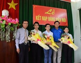 Quảng Ngãi: Kết nạp Đảng cho 3 tân sinh viên