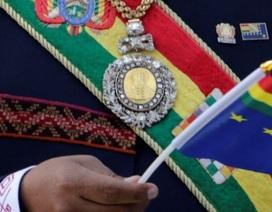 Huân chương bằng vàng của Tổng thống Bolivia bị đánh cắp tại phố đèn đỏ