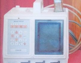 """Chuyện về máy siêu âm xách tay """"có một không hai"""" của ngành y tế huyện Hồng Dân"""