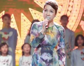 """Diva Mỹ Linh tái hiện """"Diễm xưa"""" trên sân khấu gây xúc động"""